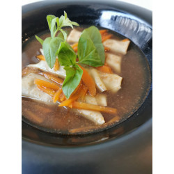 Ravioles de langoustines dans son bouillon et légumes du moment